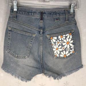 Cruel Girl high rise slim fit jean shorts - Daisy